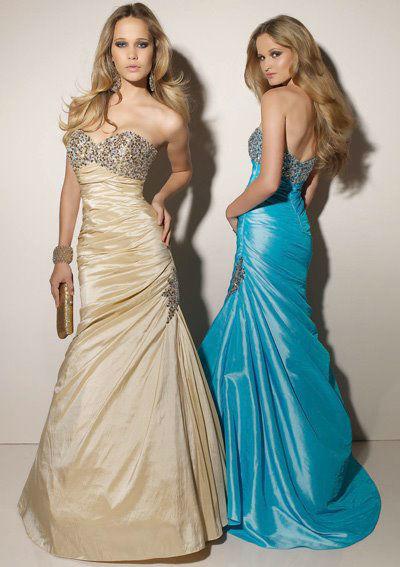 Beispiel: Kleider in verschiedenen Farben, Foto: La Passion Abendmode.
