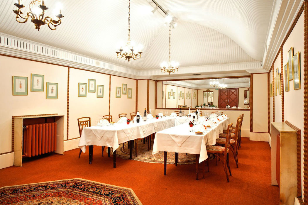 Beispiel: Spiegelsaal, Foto: Hotel Regina.