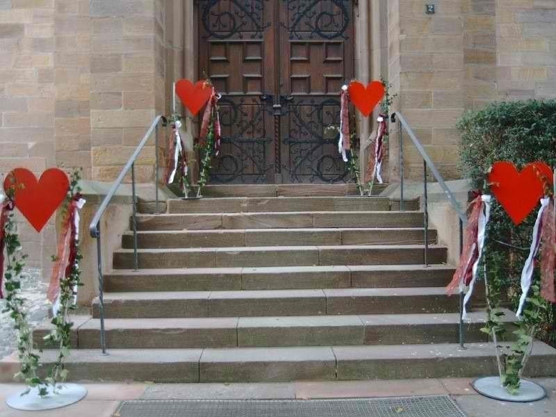 Beispiel: Kirchendekoration, Foto: Moni's Blumenladen.