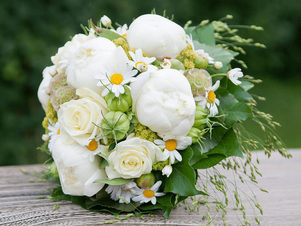 Beispiel: Brautstrauß, Foto: Blumen Sonn.