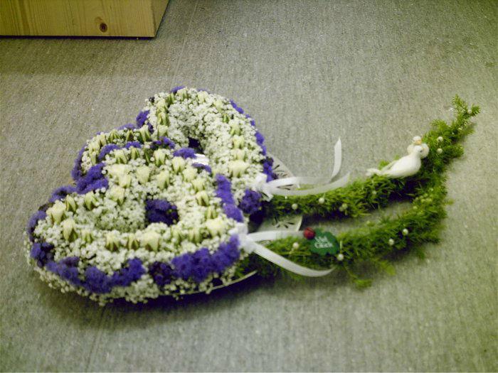 Beispiel: Blumenschmuck für das Hochzeitsauto, Foto: Blumenhus Spaltenstein.