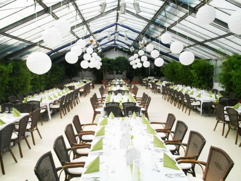 Beispiel: Theaterhaus mit Hochzeitstafel, Foto: Botanikum.