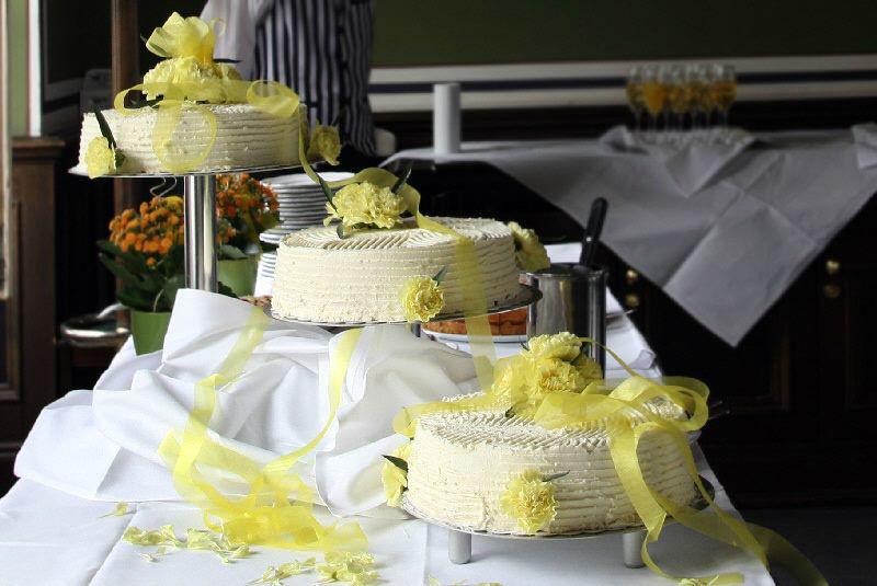 Beispiel: Hochzeitstorte, Foto: Italienisches Dörfchen.