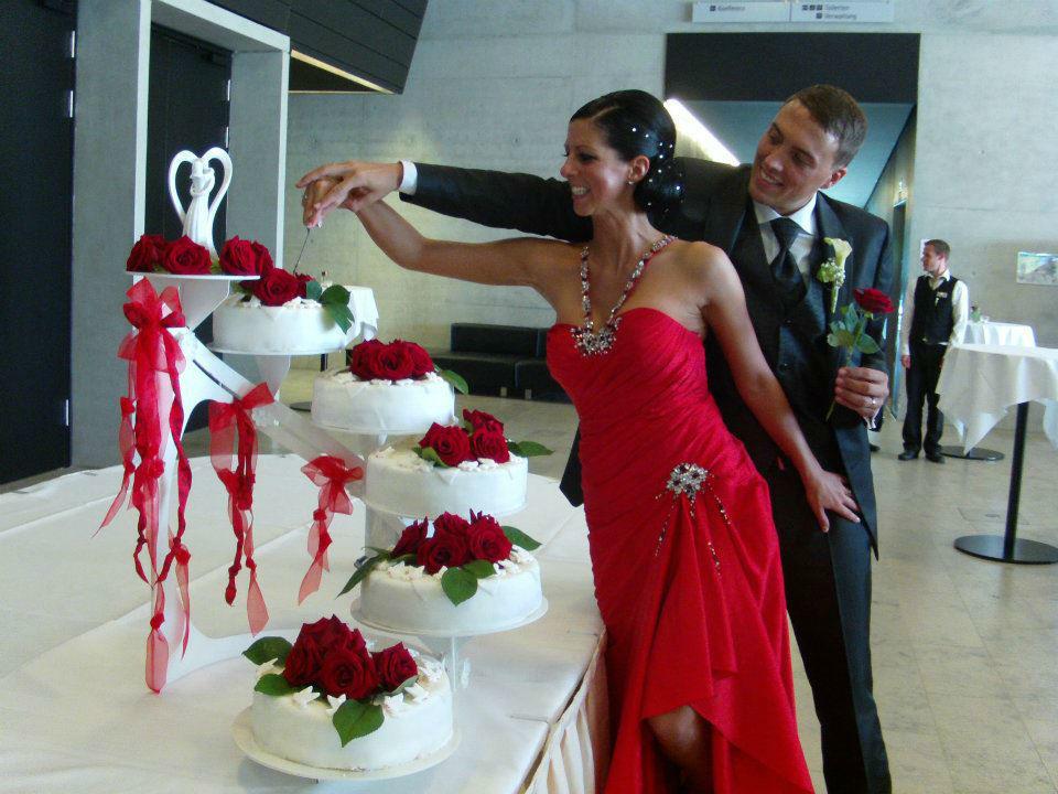 Beispiel: Anschnitt der Hochzeitstorte, Foto: AnEvent - Your wedding dreams.