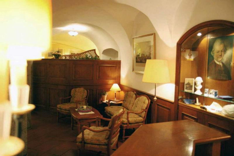 Beispiel: Lobby, Foto: AKZENT Hotel Goldener Hirsch.