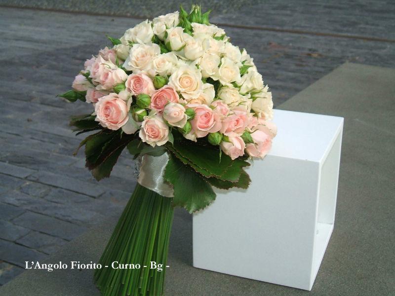 L'Angolo Fiorito, Curno (Bg): bouquet con roselline #Fiorista #matrimonio #Bergamo