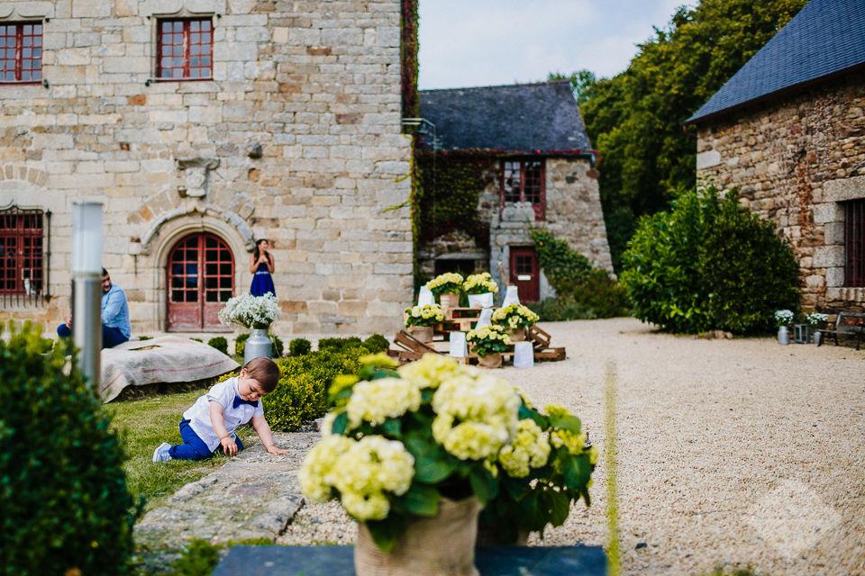 Décoration champêtre dans la cour d'honneur - Manoir de La Mare Côtes d'Armor