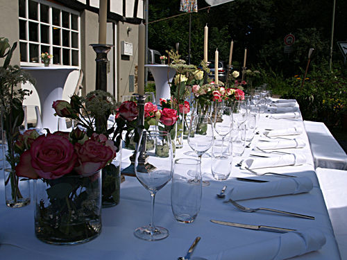 Beispiel: Innenhof - Hochzeitstafel, Foto: Kupfersiefer Mühle.