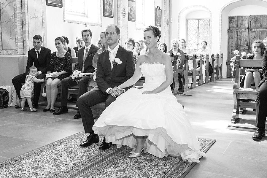 Beispiel: Brautpaar während der Trauung, Foto: Sandra Stamm Fotografie.