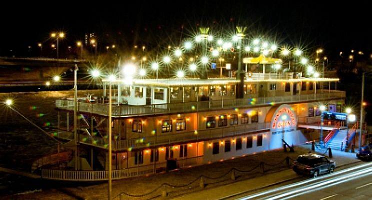 Beispiel: Aussenansich bei Nacht, Foto: Mississippi Queen Nürnberg.