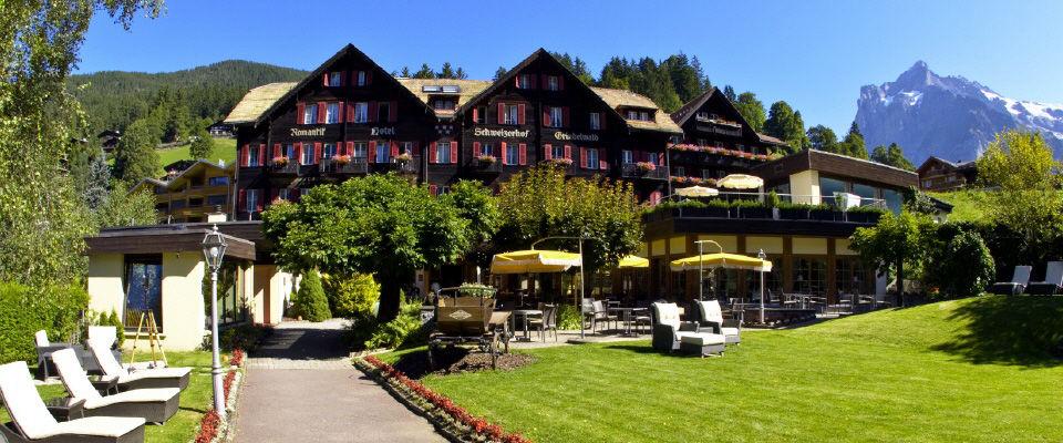 Beispiel: Außenansicht, Foto: Romantik Hotel Schweizerhof Grindelwald.