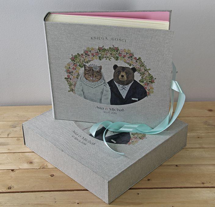 Księga gości lub album ślubny, z wizerunkiem misiów na okładce.