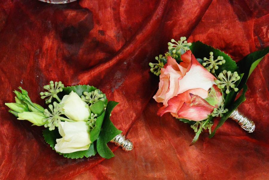 Beispiel: Blumenanstecker für den Bräutigam, Foto: Florist Atelier Klotz.