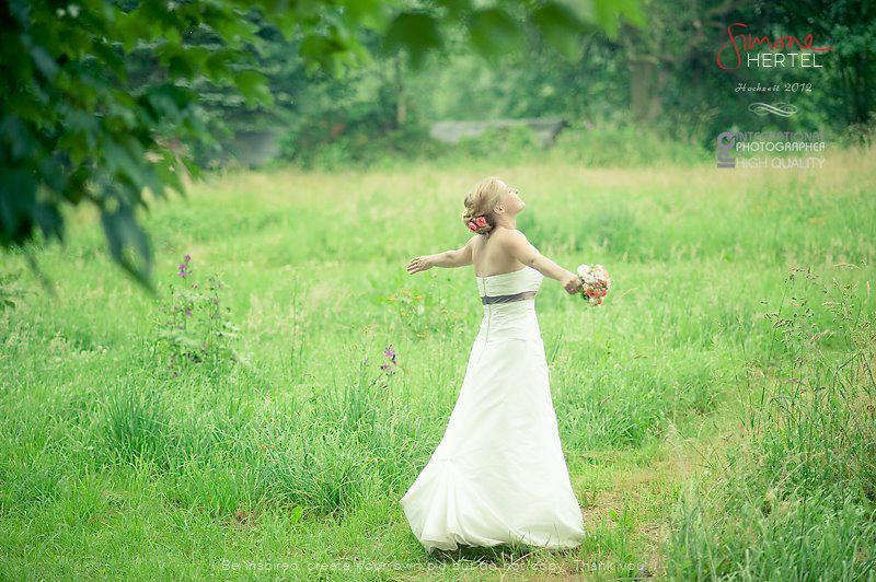 Beispiel: Braut  in der Natur, Foto: Simone Hertel.