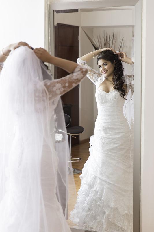 Posando natural a la novia.