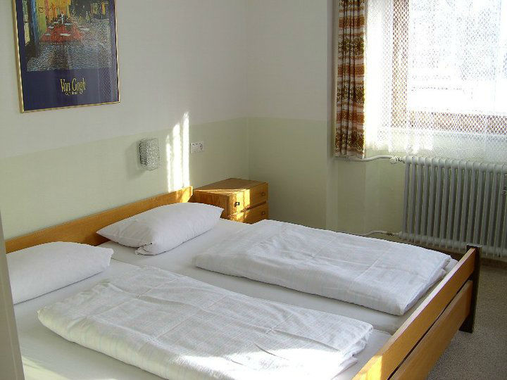Beispiel: Doppelzimmer, Foto: Gasthof Weisses Rössle.