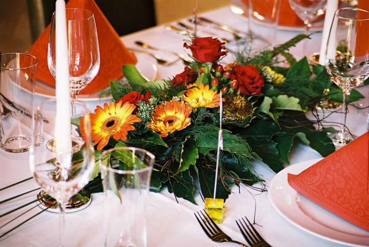 Beispiel: Florale Tischdekoration, Foto: Schloss Ottersbach.