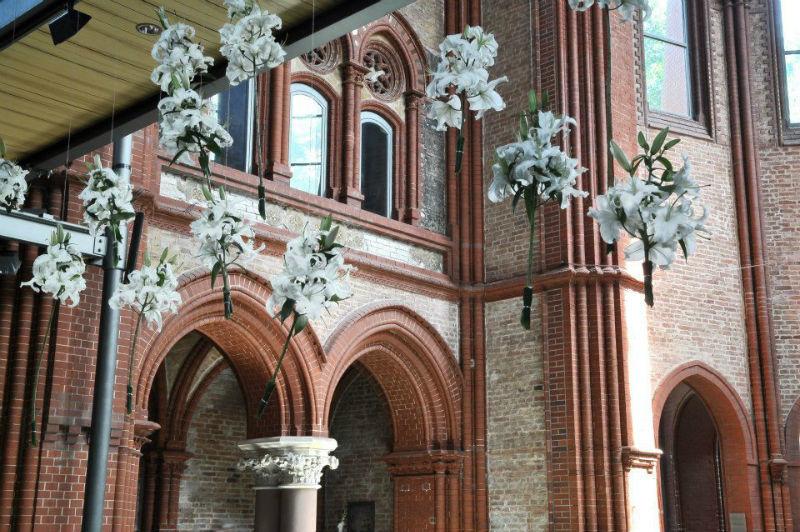 Beispiel: Fliegende Lilien, Foto: Blumen-Koch Berlin.