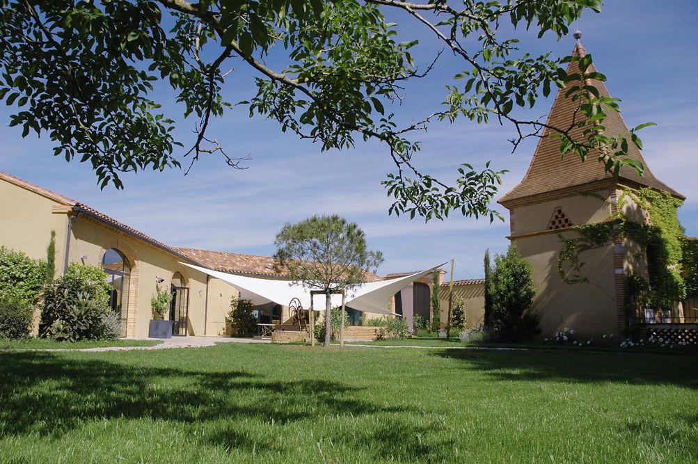 Salle de Touny les Roses avec terrasse et  jardins