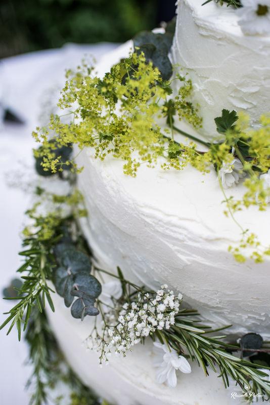 wedding cake con fiori di campo