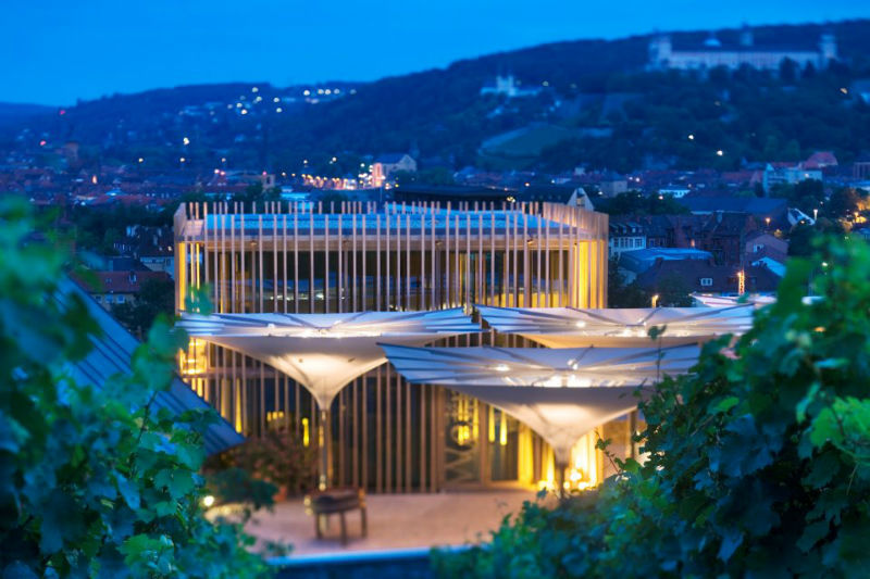 Beispiel: Das Gut bei Nacht, Foto: Weingut am Stein.