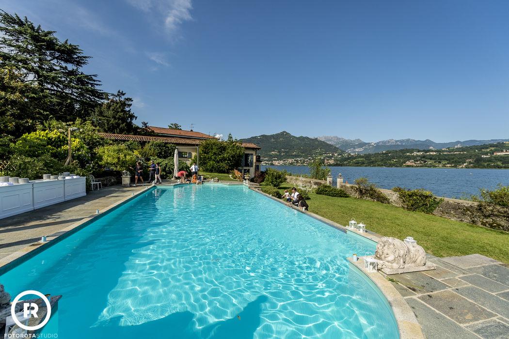 piscina vista lago