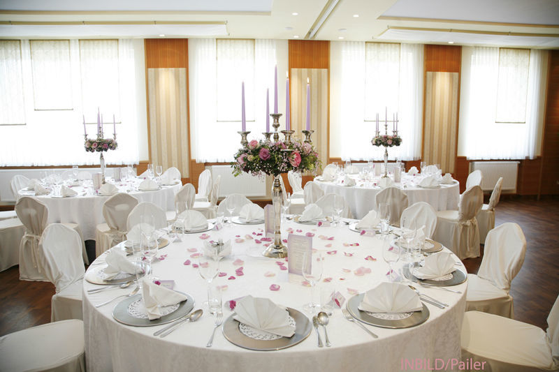Beispiel: Florale Tischdekoration, Foto: Friedl dekorativ & grün.