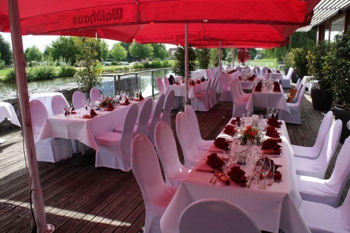Beispiel: Hochzeitsgedeck auf der Terrasse, Foto: Delcanto.