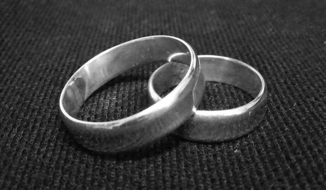 Argollas de matrimonio de plata 950, hechos a mano. Simples, pero bonitos e ideales para aquellos que quieren un matrimonio más simbólico.