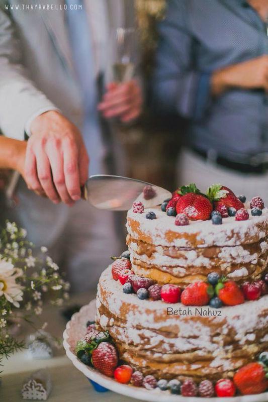 Naked cake frutas vermelhas