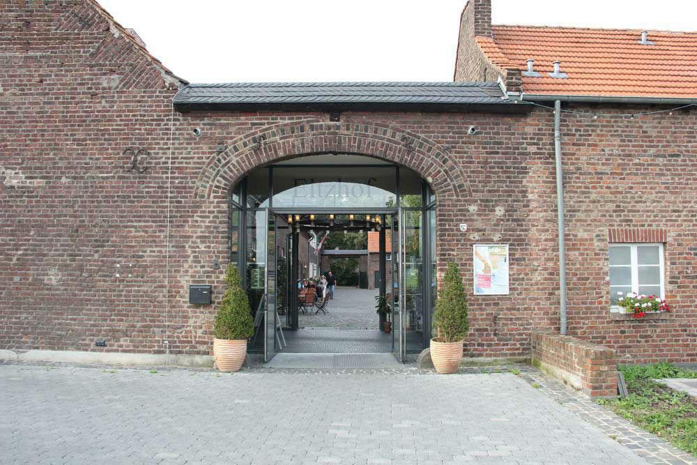 Beispiel: Außenansicht, Foto: Eltzhof - das Kulturgut.