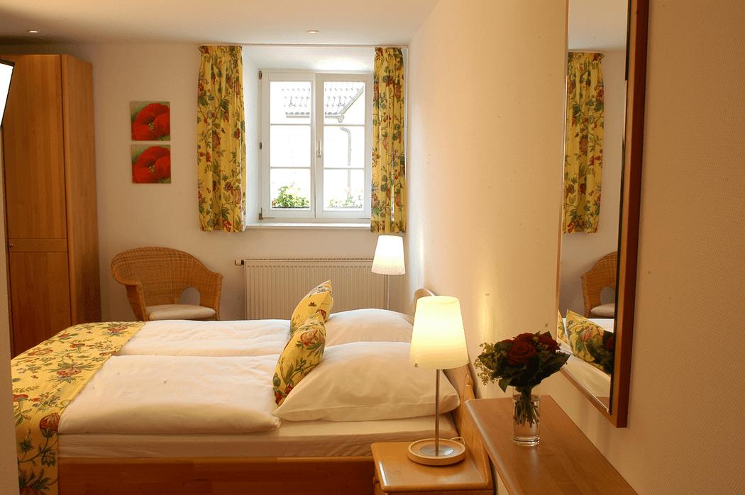 Beispiel: Hotelzimmer, Foto: Landgasthof Weisser Löwe.