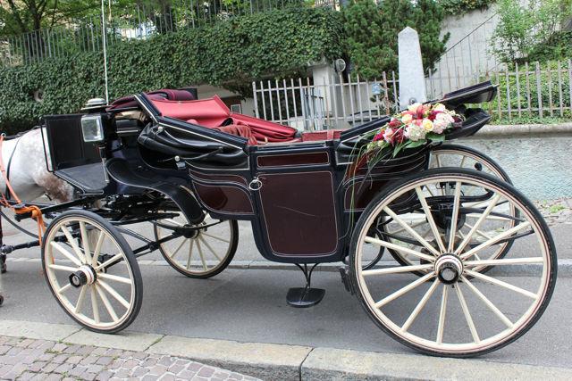 Beispiel: Blumen für Ihre Hochzeitskutsche, Foto: Hochzeitsblumen.ch.