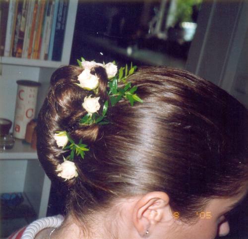 Beispiel: Haarschmuck, Foto: Blumen Reinhard.