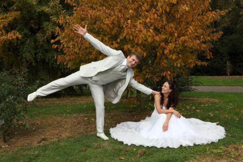 Beispiel: Brautpaar draußen, Foto: Peter Zurek.
