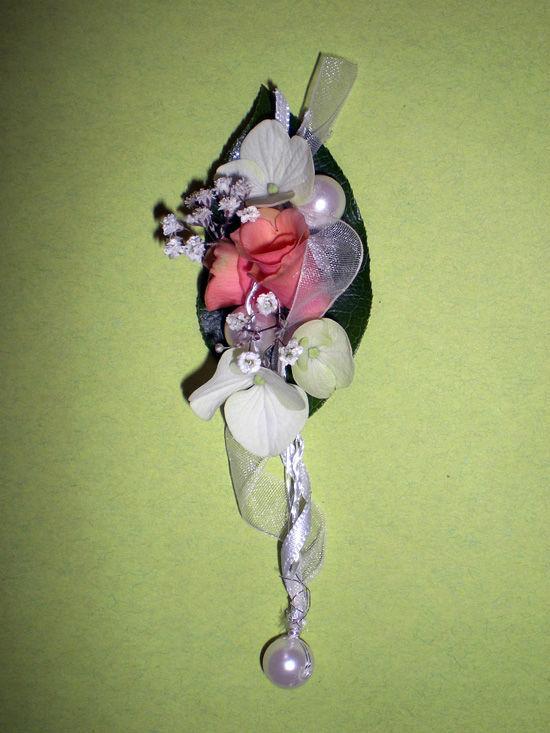 Beispiel: Anstecker, Foto: Bindekunst.