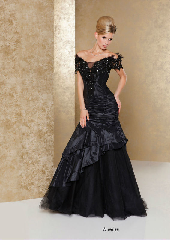 Beispiel: Brautmode auch in Schwarz, Foto: Weise Brautmode.