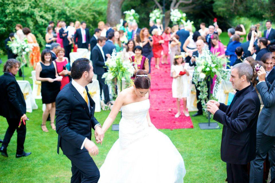 En esta boda, además de los novios, intervinieron los amigos de la pareja.