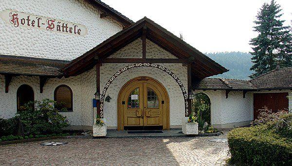 Beispiel: Eingang, Foto: Hotel Sättele.