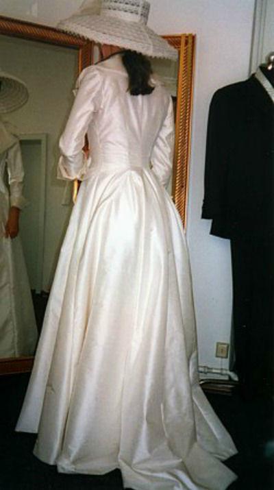 Beispiel: Brautkleid, Foto: A. Gerstl Design.
