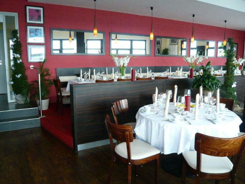 Beispiel: Restaurant, Foto: Strandcafé am Markkleeberger See.