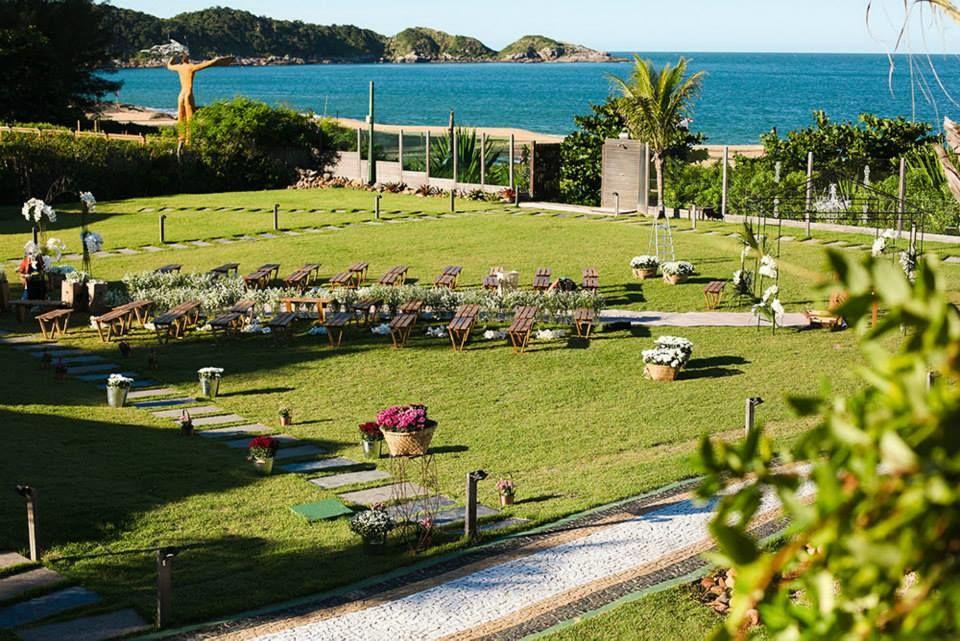 Cerimônia realizada em frente ao mar de Balneário Camboriu na Praia do Estaleiro Guest House, SC. Foto: Frankie Costa