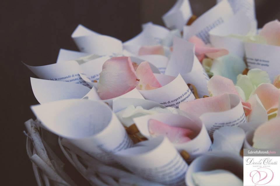Danila Olivetti - coni riso e petali