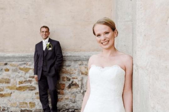 Beispiel: Glückliches Brautpaar, Foto: Mio Make-up Artist.
