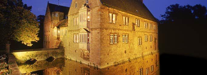 Beispiel: Aussenansicht mit Beleuchtung, Foto: Wasserschloss Hülsede.