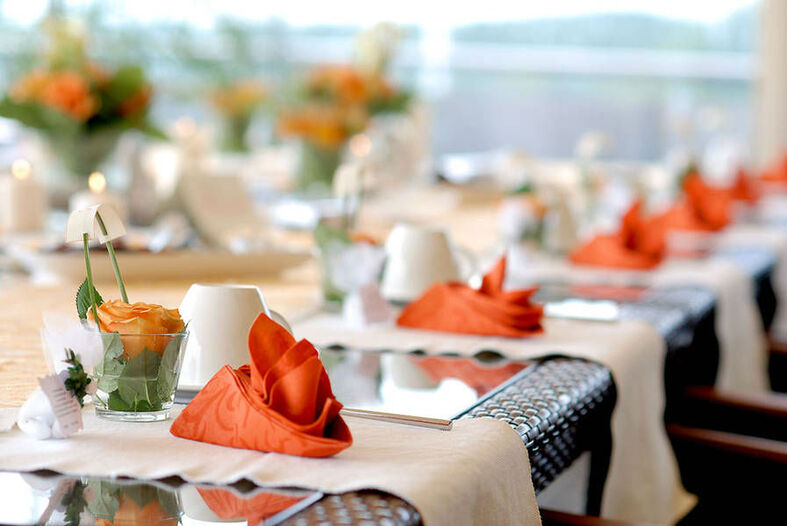 Beispiel: Tischgedeck, Foto: Hotel & Restaurant Seebad-Casino.