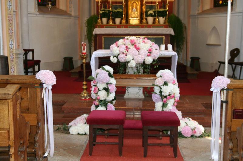 Beispiel: Vorbereitung der kirchlichen Trauung, Foto: Family Business.
