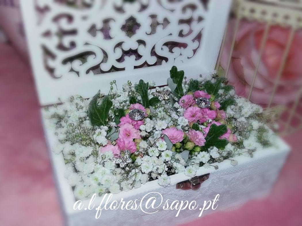 Porta alianças com flores naturais
