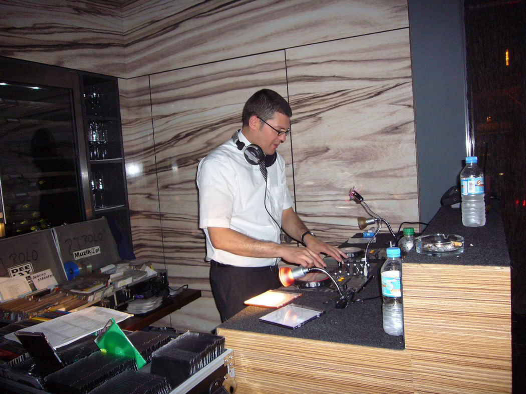 Beispiel: DJ Agostino, Foto: DJ Agostino.
