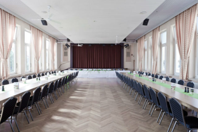 Beispiel: Großer Saal mit Bühne, Foto: Stadtgasthof Grüner Kranz.